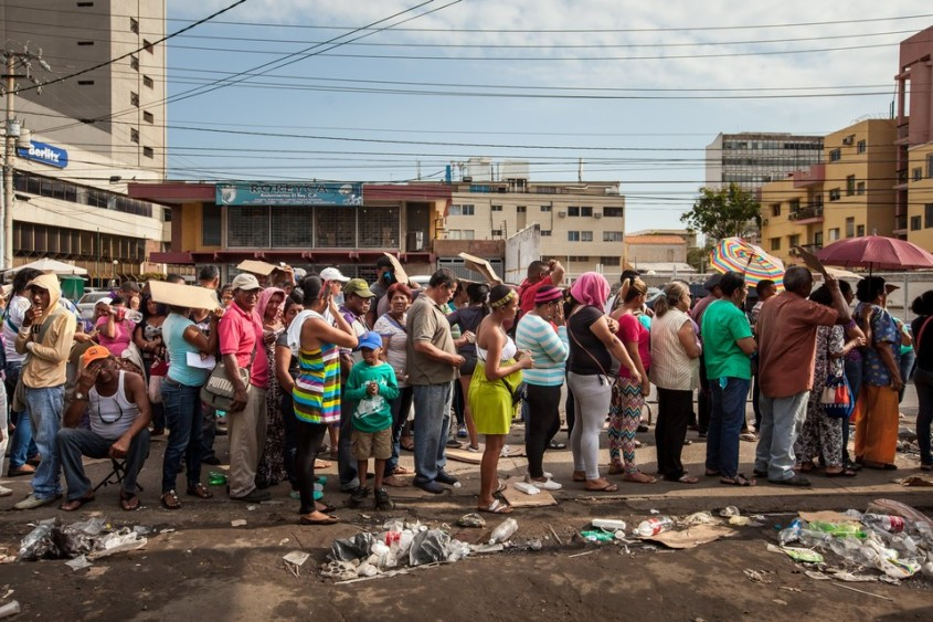 Venezuela---s-Food-Shortages-Trigger-Long-Lines-Hunger-and-Looting.jpg